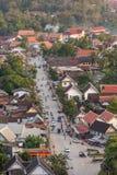 Odgórny widok Luang Prabang od Phousi góry podczas zmierzchu Zdjęcia Royalty Free