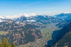 Odgórny widok Mayrhofen w Ziller dolinie Zdjęcie Stock