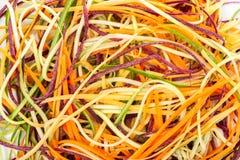 Odgórny widok mieszanki czerwień, kolor żółty, pomarańczowe marchewki, zucchini i cucumb, Fotografia Royalty Free