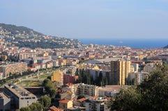 Odgórny widok na Ładnym, góry, budynki, morze Fotografia Royalty Free