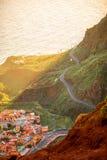 Odgórny widok na Agulo nabrzeżnej wiosce w Hiszpania Obraz Stock