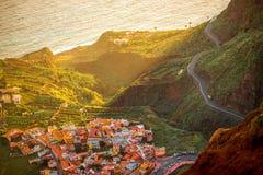 Odgórny widok na Agulo nabrzeżnej wiosce w Hiszpania Zdjęcia Royalty Free