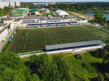 Odgórny widok na boisku piłkarskim szkolna Olimpijska rezerwa w Zelenograd w Moskwa, Rosja Zdjęcia Stock