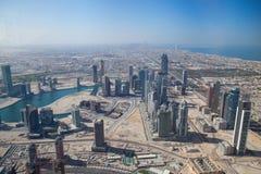 Odgórny widok na Dubaj śródmieściu od wysokiego budynku w Fotografia Stock