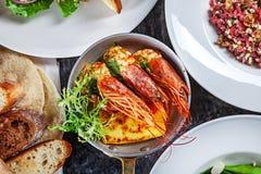 Odgórny widok na jedzenia przyjęcia stole zdjęcie royalty free