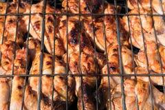 Odgórny widok na kurczak nogach na grillu obraz royalty free