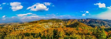 Odgórny widok na lesie i Carlovy Zmieniamy przy jesienią Zdjęcie Stock