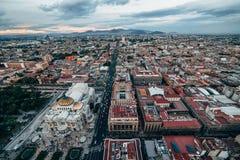 Odgórny widok na Meksyk ulicach De Bellas Artes Palacio i Obraz Stock