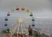 Odgórny widok na parku rozrywki z widokami Barcelona miasto Fotografia Stock
