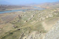 Odgórny widok na ruinach stary miasto Uplistsikhe blisko Aragvi rzeki doliny Kaukaz region, Gruzja Fotografia Stock