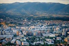 Odgórny widok na Skopje mieście w Macedonia zdjęcia royalty free