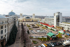 Odgórny widok na stacyjnej kwadrata i południe pasażera Stacyjnej staci w Kharkov, Ukraina Kharkiv, Ukraina, Luty -, 2014 - obrazy royalty free