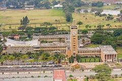Odgórny widok na zegarowy wierza w środkowej dzielnicie biznesu Nairobia Fotografia Stock