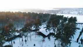 Odgórny widok na zimy chałupie zdjęcie wideo