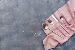 Odgórny widok nieociosany silverware obrazy stock