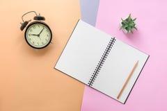 Odgórny widok notatnik i materiały Fotografia Stock