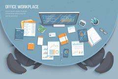 Odgórny widok nowożytny elegancki round biurko w biurze, karła, biurowe dostawy, dokumenty Mapy, grafika na monitoru ekranie prac ilustracja wektor