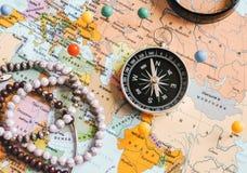 Odg?rny widok Planowa? wycieczki lub przygody podr??y planowanie marzy mapa ?wiata samochodowej miasta poj?cia Dublin mapy ma?a p obraz stock