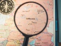 Odg?rny widok Planowa? wycieczki lub przygody podr??y planowanie marzy mapa ?wiata samochodowej miasta poj?cia Dublin mapy ma?a p zdjęcia royalty free