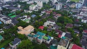 Odgórny widok Podmiejski sąsiedztwo w Bangkok Widok z lotu ptaka parking i dachowi wierzchołki Tajlandia osiedle mieszkaniowe wie Zdjęcie Royalty Free