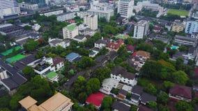 Odgórny widok Podmiejski sąsiedztwo w Bangkok Widok z lotu ptaka parking i dachowi wierzchołki Tajlandia osiedle mieszkaniowe wie Zdjęcia Royalty Free