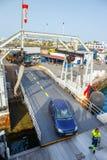 Odgórny widok pojazd i pasażerski prom Fotografia Stock