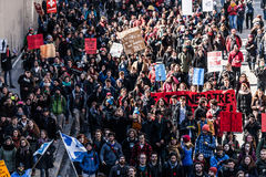 Odgórny widok protestujący Chodzi w Upakowanych ulicach Obraz Stock