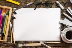 Odgórny widok pusty papier i szkolne dostawy na ciemnym drewnie Zdjęcie Royalty Free