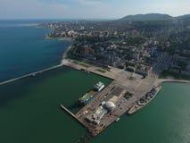 Odgórny widok quay Novorossiysk i marina Zdjęcie Stock
