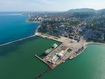 Odgórny widok quay Novorossiysk i marina Miastowy krajobraz biedne miasto Obraz Stock