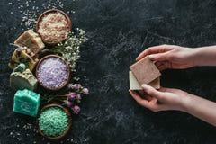 Odgórny widok różny naturalny domowej roboty mydło Fotografia Royalty Free