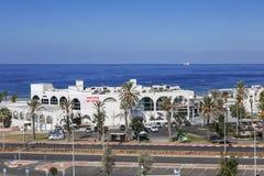 Odgórny widok restauracje i kawiarnie na Śródziemnomorskim wybrzeżu w Ashdod Obraz Stock