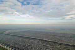 Odgórny widok rolniczy pola zakrywający z śniegiem Fotografia Stock