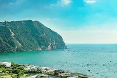 Odgórny widok Sant «Angelo w Ischia wyspy, Włochy zdjęcia stock