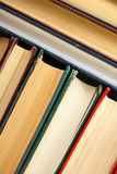 Odgórny widok stary używać kolorowy hardback rezerwuje tylna szkoły Zdjęcie Royalty Free