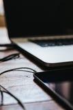 Odgórny widok stołowy projektant grafik komputerowych miejsce pracy Obrazy Stock