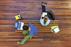Odgórny widok studentów uniwersytetu Studiować Zdjęcia Royalty Free