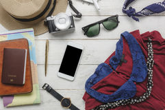 Odgórny widok szat kobiety podróżować akcesorium i Obrazy Stock