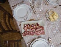 Odgórny widok typowy makaron od Podgórskiego regionu Włochy z leczącymi mięsami Zdjęcia Stock