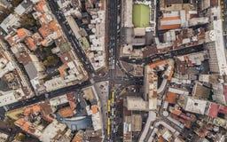 Odgórny widok ulicy z samochodowym ruchem drogowym obraz royalty free