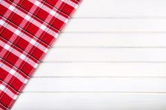 Odgórny widok w kratkę kuchenni ręczniki na drewnianym stole Zdjęcie Royalty Free