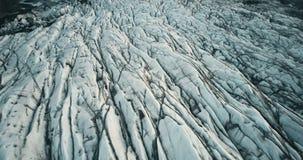 Odgórny widok z lotu ptaka lodowa dolina w Iceland parku narodowym Truteń lata nad białym lodowem Vatnajokull z powulkanicznym po zbiory wideo