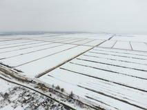 Odgórny widok zaorany pole w zimie Pole banatka w śniegu Fotografia Stock