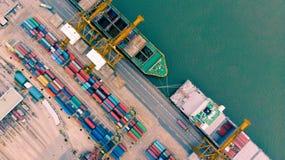 Odgórny widok zbiornika statek w biznesie i beli eksportowym i importowym Zdjęcia Royalty Free