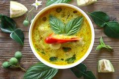 Odgórny widok zielony curry rybiej piłki Tajlandzki jedzenie Obrazy Royalty Free