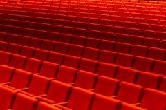 Oditorium vazio com assentos vermelhos do cinema ou do teatro, cadeiras Fotografia de Stock