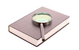 Odizolowywająca ciężka książka pokrywy magnifier i Obrazy Royalty Free