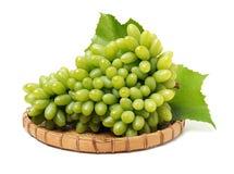 odizolowywająca winogrono świeża zieleń opuszczać biel grapefruits obraz stock