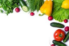 Odizolowywający na białego tła świeżych warzywach i zieleniach, odbitkowy s fotografia royalty free