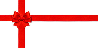 Odizolowywający na biel czerwony tasiemkowy łęk prezent karty pojęcie Obrazy Royalty Free